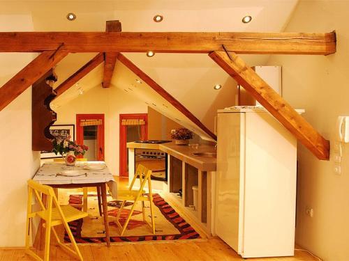 42885048-apartman-super-star-trpezarija-kuhinja